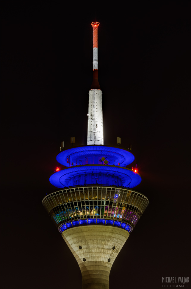Rheinturm Düsseldorf bei Nacht