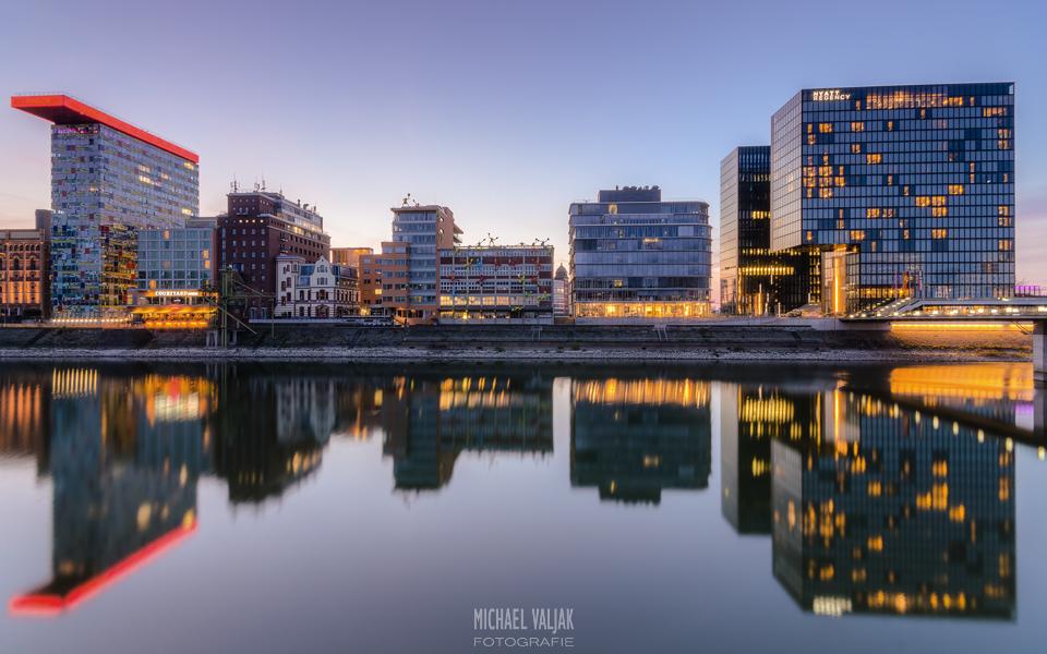 Düsseldorf Medienhafen Spiegelung