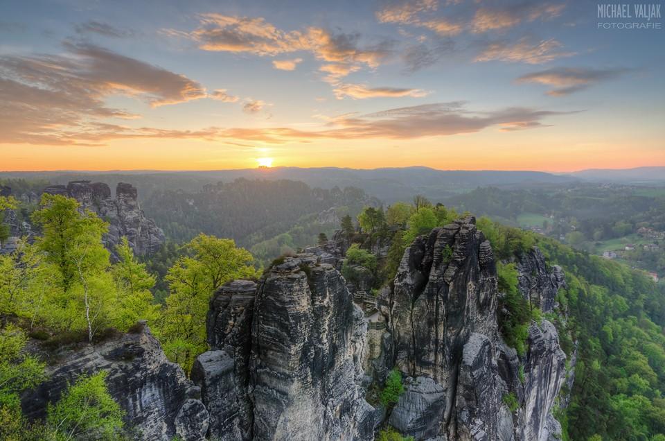 Blick über die Bastei bei Sonnenaufgang