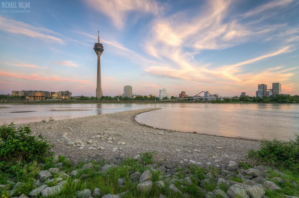 Düsseldorf Panorama nach Sonnenuntergang