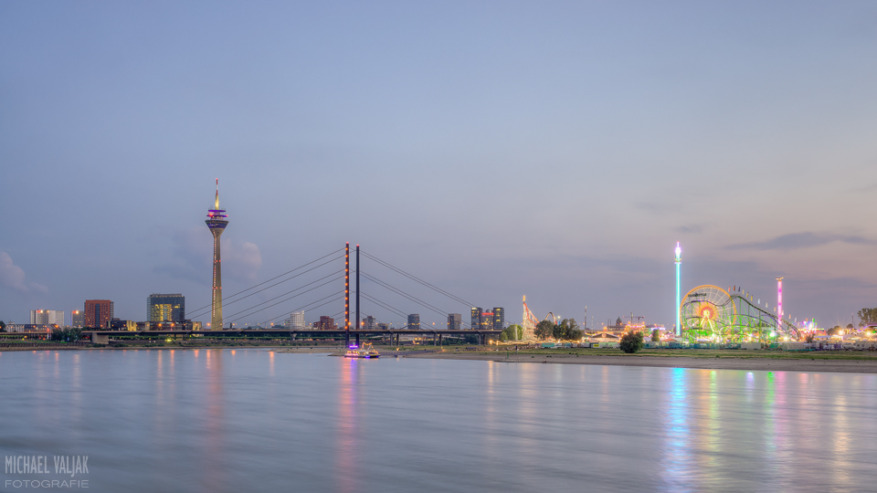 Düsseldorf Panorama mit Rheinkirmes
