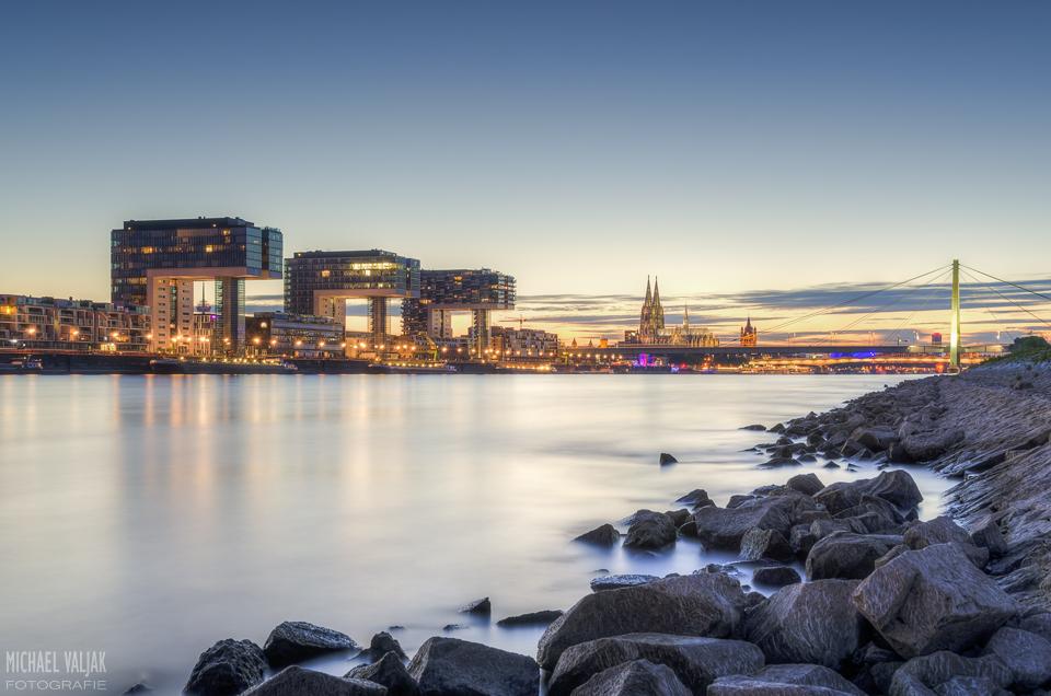 Köln Stadtansicht mit Kranhäusern und Dom