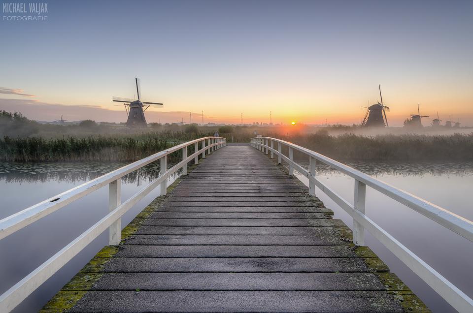 Sonnenaufgang bei den Windmühlen in Kinderdijk