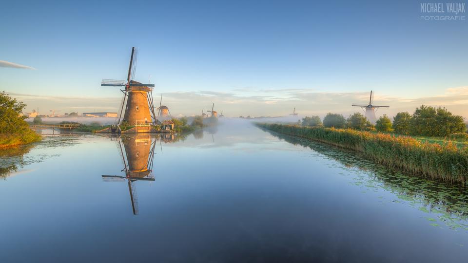 Windmühle von Kinderdijk im Morgenlicht