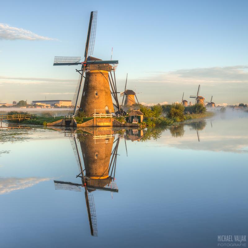 Windmühle im Morgenlicht
