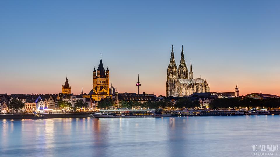 Sommerabend in Köln im 16zu9 Format
