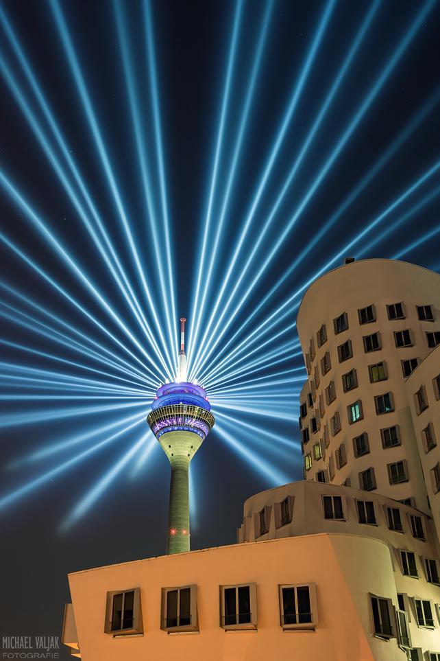 Rheinkomet® – Lichtshow auf dem Rheinturm in Düsseldorf II