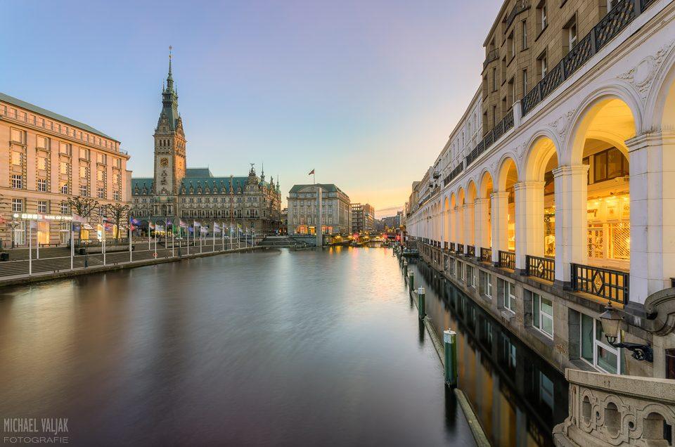 Hamburg Rathaus und Alsterarkaden