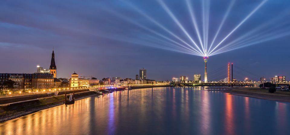 Düsseldorf Skyline mit Rheinkomet®