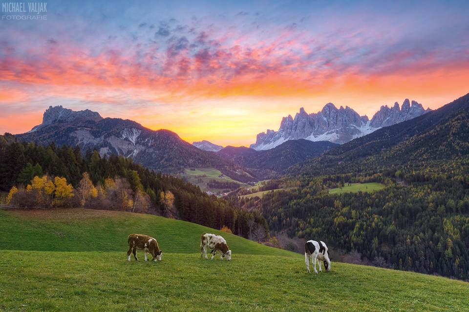 Sonnenaufgang im Villnösstal in Südtirol