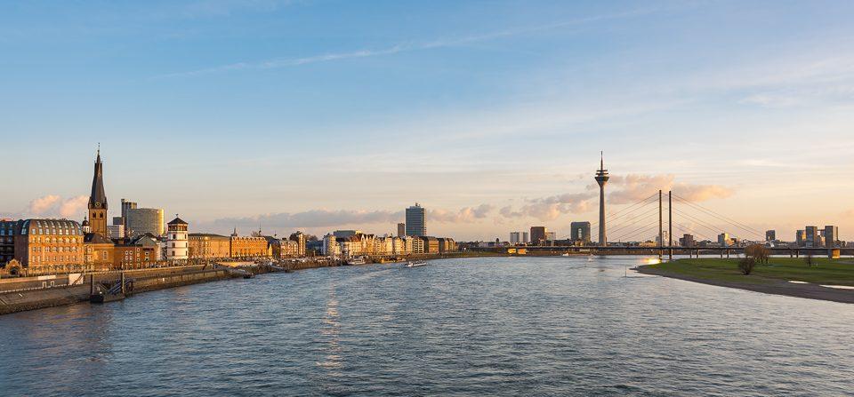 Düsseldorf Skyline am Abend