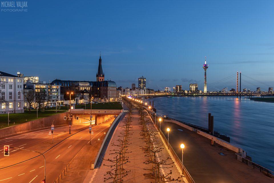 Düsseldorf zur blauen Stunde