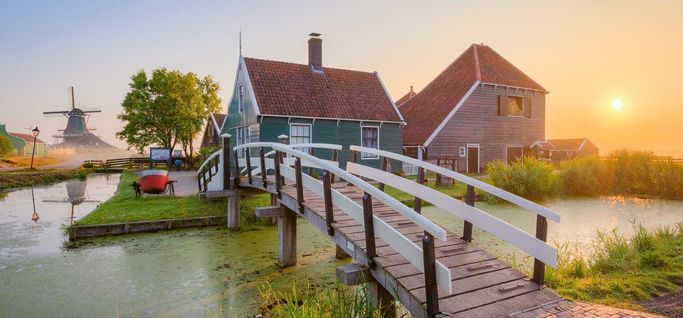 Sonnenaufgang in Zaanse Schans in Holland