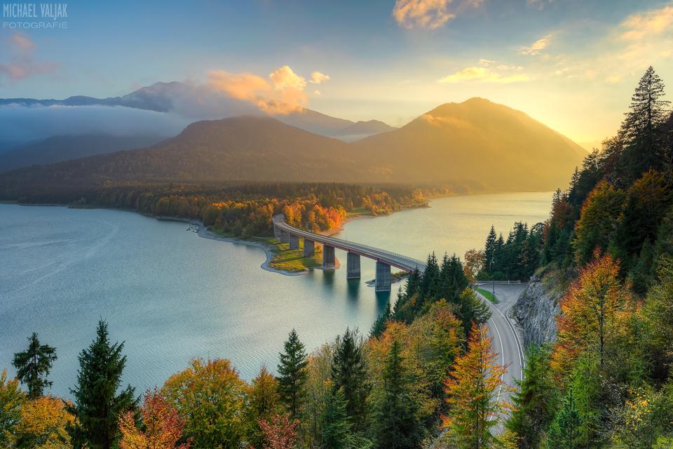 Herbst am Sylvensteinsee in Bayern