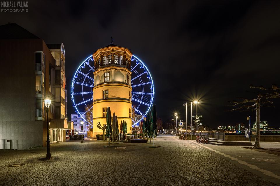 Schlossturm und Riesenrad in Düsseldorf