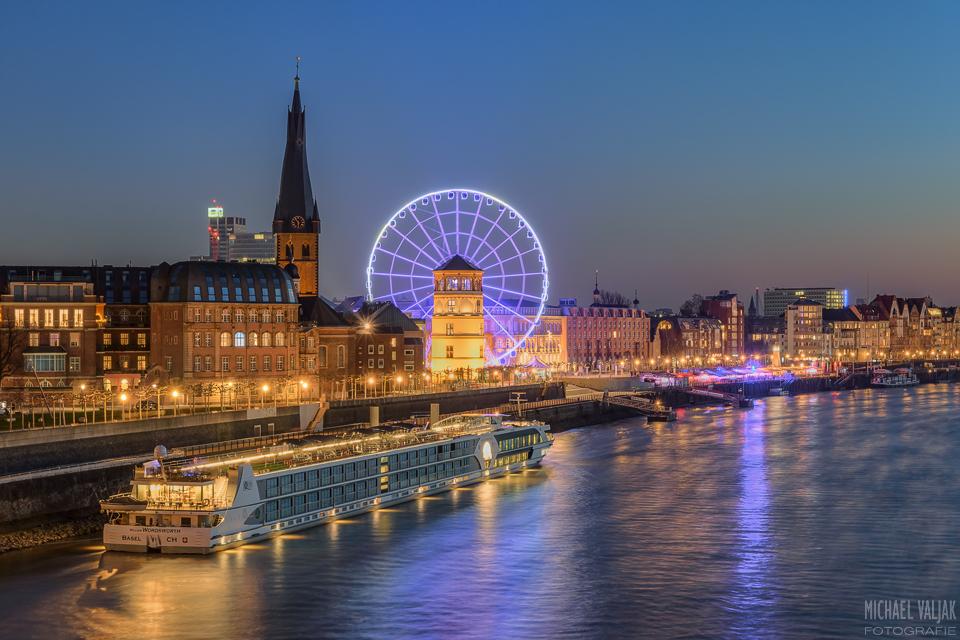 Düsseldorfer Altstadt mit Riesenrad