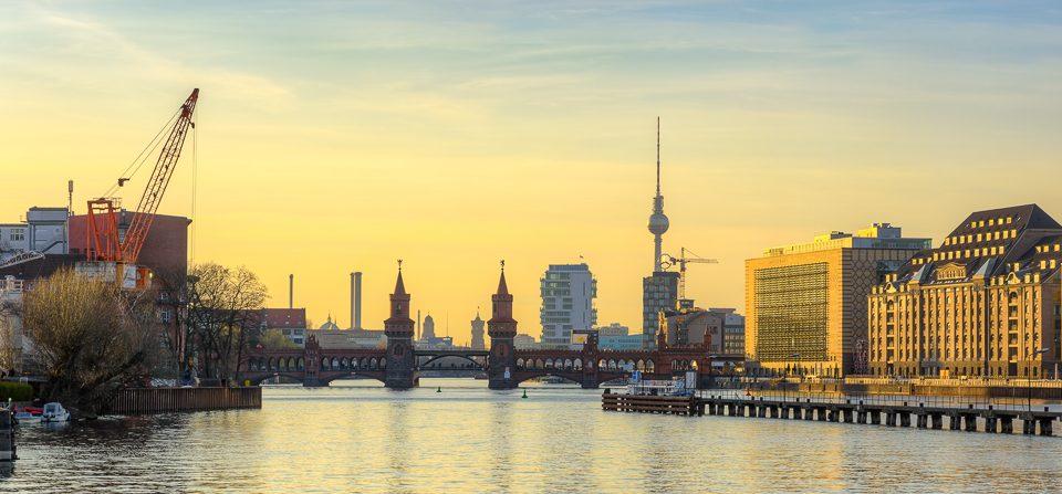 Blick zur Oberbaumbrücke in Berlin