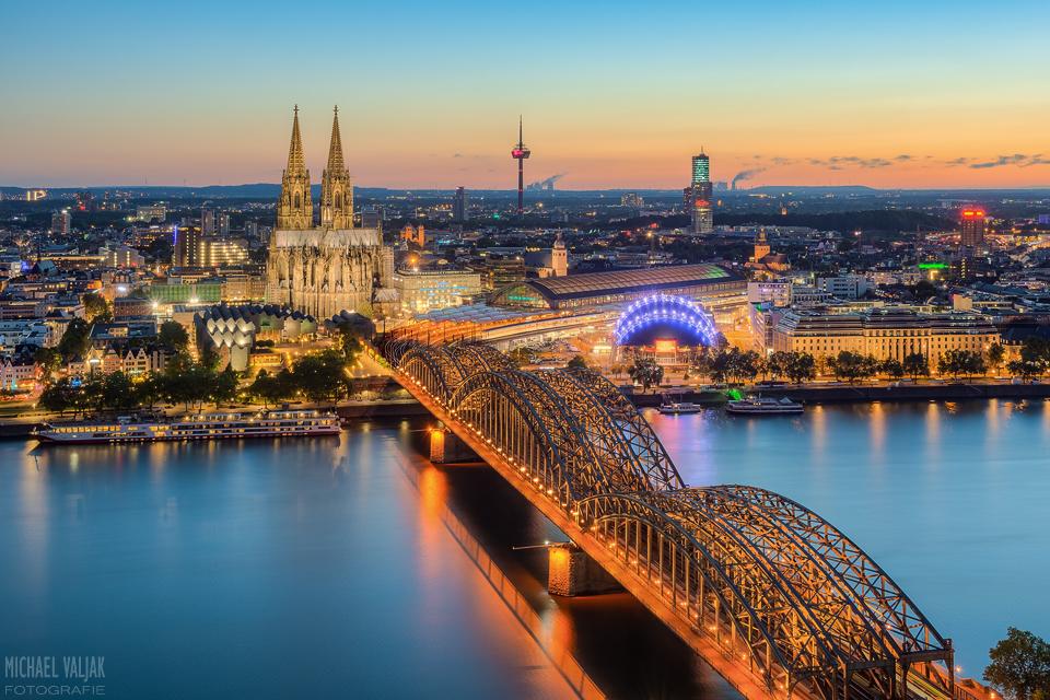 Blick über Köln am Abend
