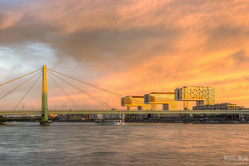 Kölner Kranhäuser und Severinsbrücke