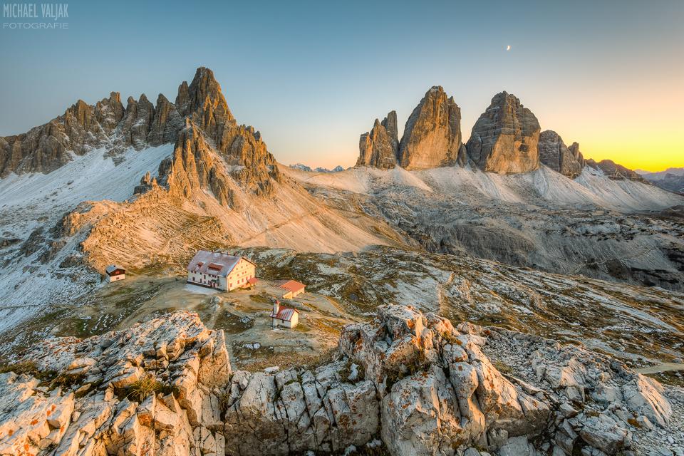 Drei Zinnen in Südtirol nach Sonnenuntergang
