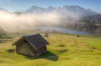 Nebelschwaden über dem Geroldsee