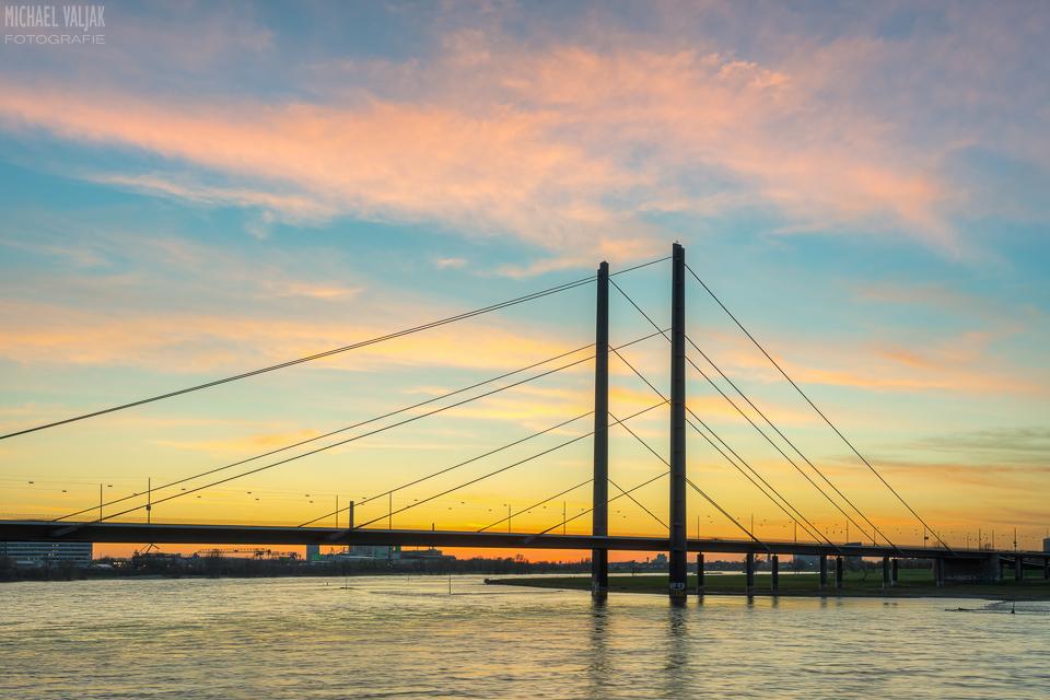 Rheinkniebrücke in Düsseldorf
