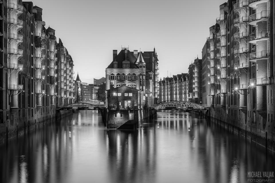 Wasserschloss Hamburg schwarz-weiß