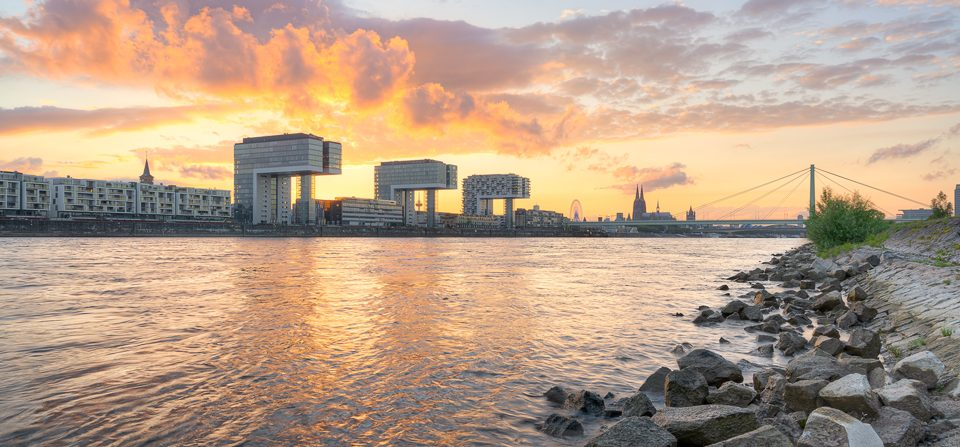 Sommerabend in Köln am Rhein