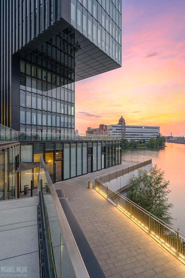 Abendstimmung im Düsseldorfer Medienhafen