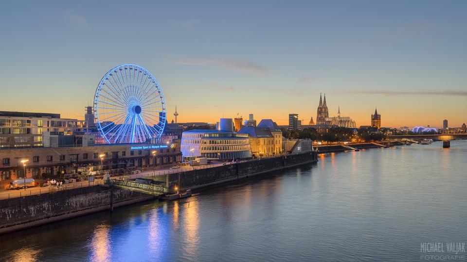 Kölner Skyline mit Riesenrad