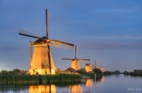 Beleuchtete Windmühlen in Kinderdijk