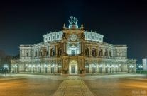 Semperoper in Dresden bei Nacht