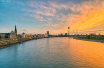 Düsseldorf Skyline bei Sonnenuntergang