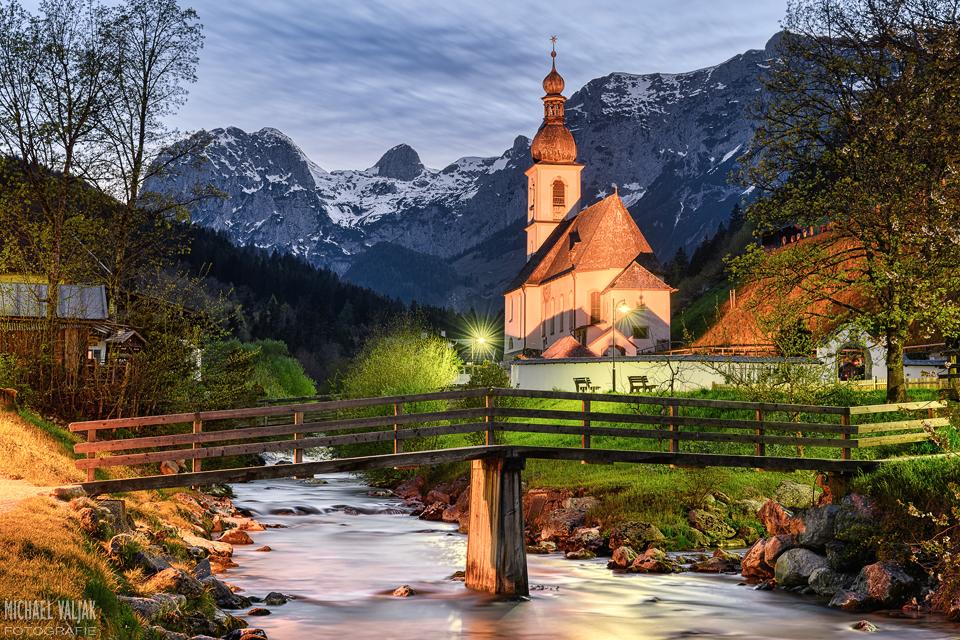 Kirche in Ramsau am Abend