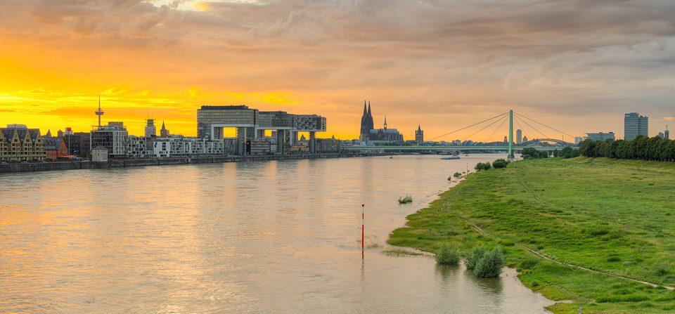 Kölner Skyline von der Südbrücke